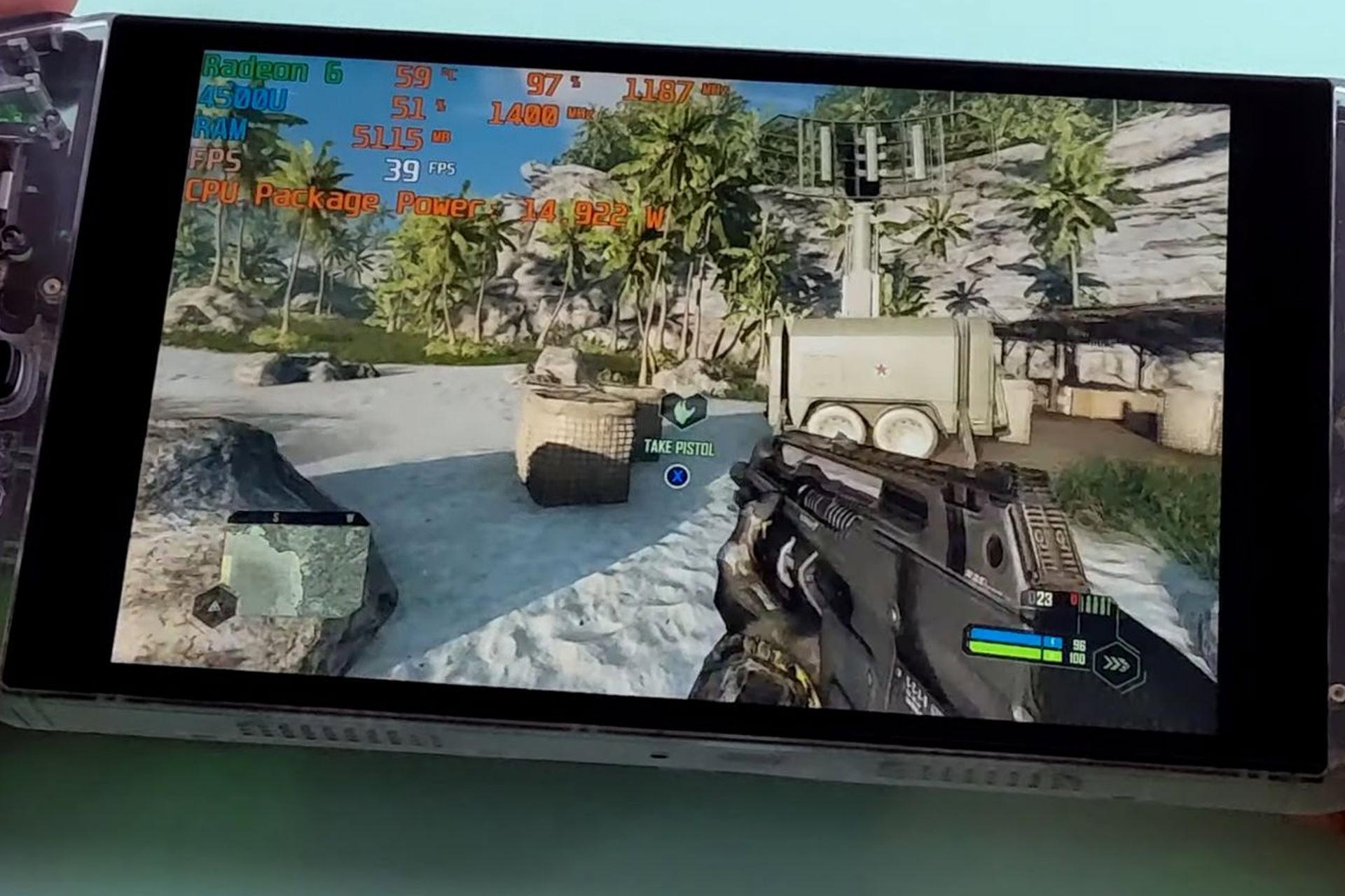 وحدة تحكم AYA Neo Founder المحمولة باليد عند لعب اللعبة
